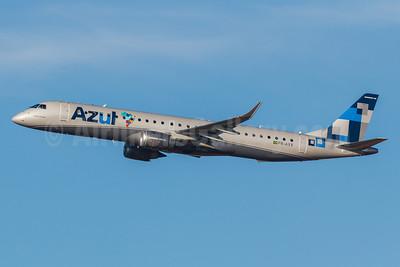 """Azul Brazilian Airlines (Azul Linhas Aereas Brasileiras) Embraer ERJ 190-200 IGW (ERJ 195) PR-AXV (msn 19000628) (TRIP colors - """"Espírito de União"""" - Spirit of the Union) VCP (Rodrigo Cozzato). Image: 913543."""