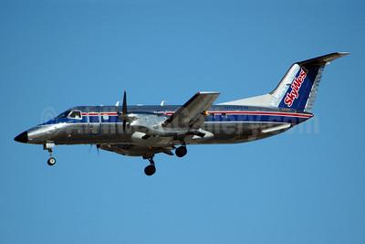 SkyWest Airlines (USA) Embraer EMB-120ER Brasilia N562SW (msn 120336) LAS (Bruce Drum). Image: 100197.