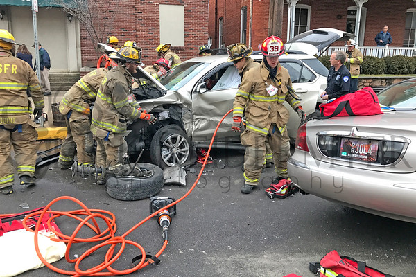 01.12.17 MVC with Entrapment in New Holland Borough