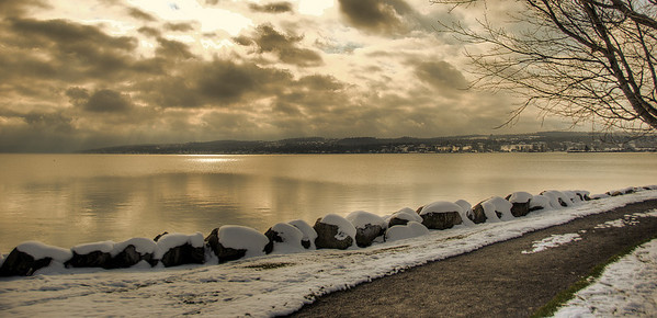 AE01a The beautiful lake. Canandaigua Lake, NY. Copyright © 2008 Alex Emes