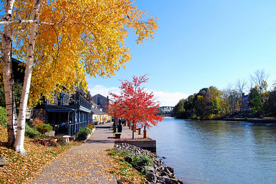 Erie Canal - Pittsford, New York. Copyright © 2007 Alex Emes
