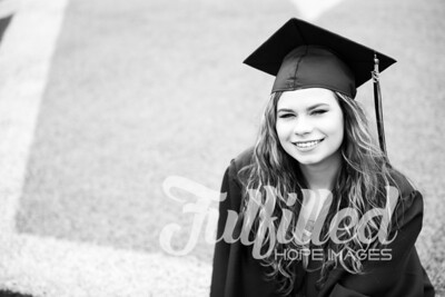 Emily Reed Cap and Gown Session (13)