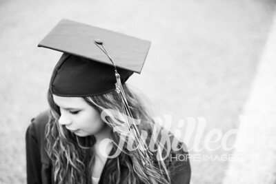 Emily Reed Cap and Gown Session (16)