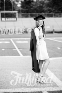 Emily Reed Cap and Gown Session (31)