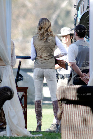 //c0c468-d0nngvva2xgwdphcu49.hop.clickbank.net/?tid=2P8NBB3Y Exclusive___ Emily VanCamp and cast on the set of Revenge. Emily with a riffle on set, in Los Angeles,California.