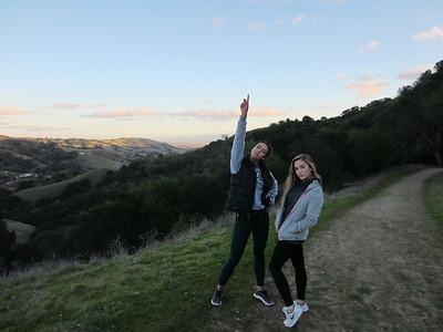 2017-01-01 Emily, Abby & Sayler, Hiking in Las Trampas