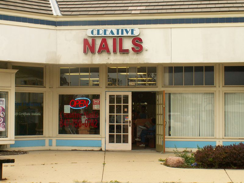 Creative Nails salon at International Plaza, 318 E. Golf Road, Arlington Heights, Illinois.   (09/25/2005)