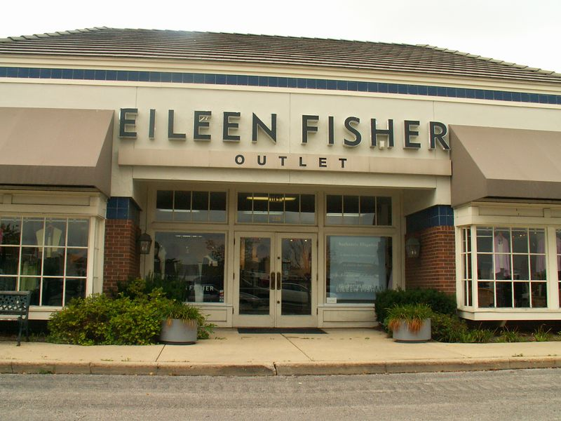 Eileen Fisher Outlet store at International Plaza, 318 E. Golf Road, Arlington Heights, Illinois.   (09/25/2005)