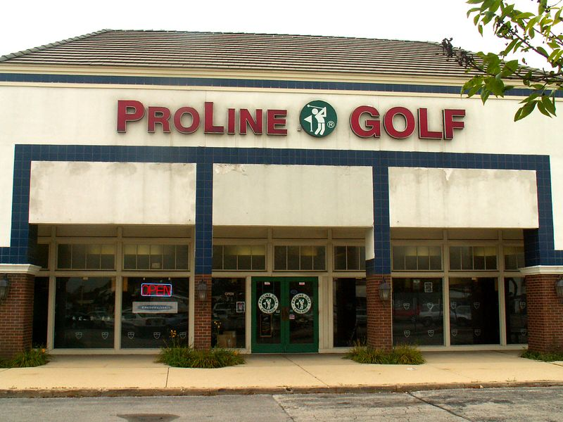 ProLine Golf store at International Plaza, 318 E. Golf Road, Arlington Heights, Illinois.   (09/25/2005)