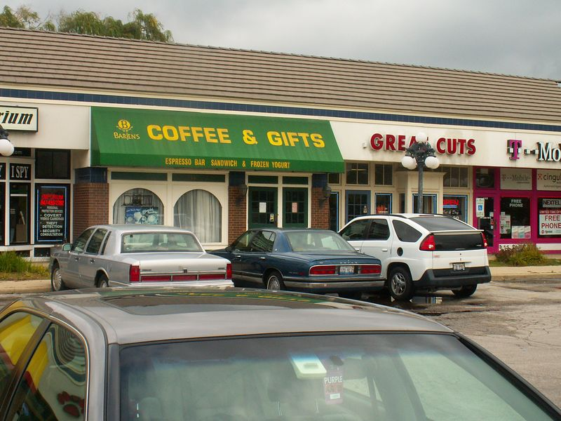 Coffee & Gifts and a Great Cuts at International Plaza, 318 E. Golf Road, Arlington Heights, Illinois.   (09/25/2005)