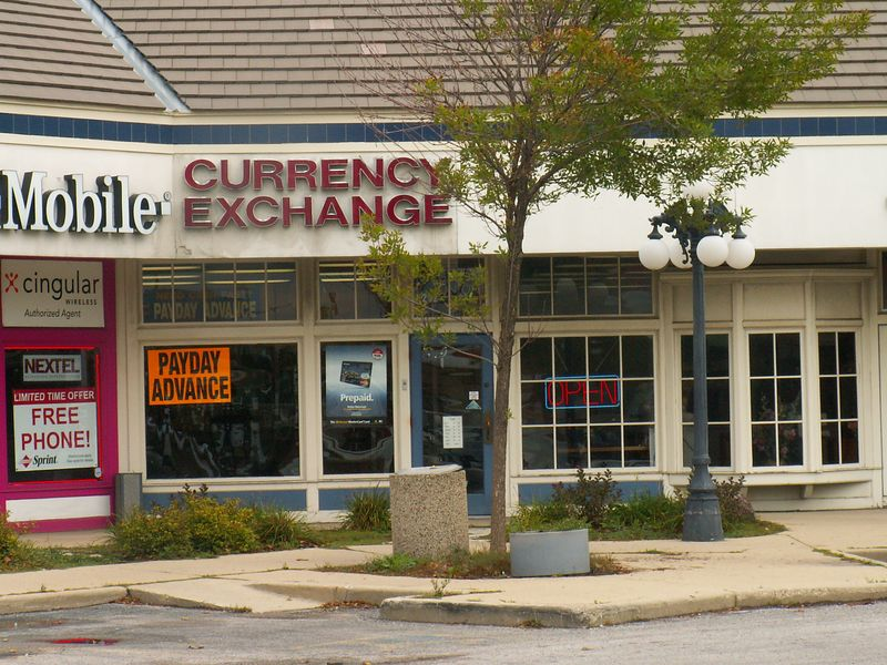Currency Exchange at International Plaza, 318 E. Golf Road, Arlington Heights, Illinois.   (09/25/2005)