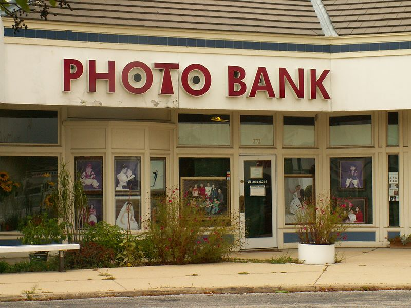 Photo Bank studio or maybe lab at International Plaza, 318 E. Golf Road, Arlington Heights, Illinois.   (09/25/2005)