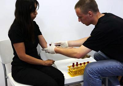 Regina José Galindo en Crisis sangre (2009)