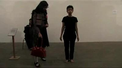 Regina José Galindo en Crisis Cloth (2009)