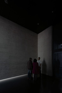 A docent trained by Alfredo Jaar provides information about the imminent memorial experience. (Courtesy Alfredo Jaar Studio)