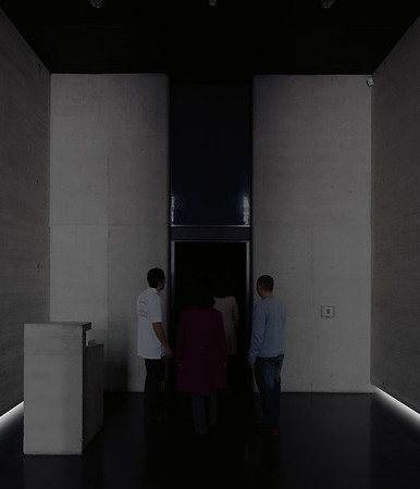 Entering the inner chamber of La geometría de la conciencia (The Geometry of Consciousness) (Courtesy Alfredo Jaar Studio)