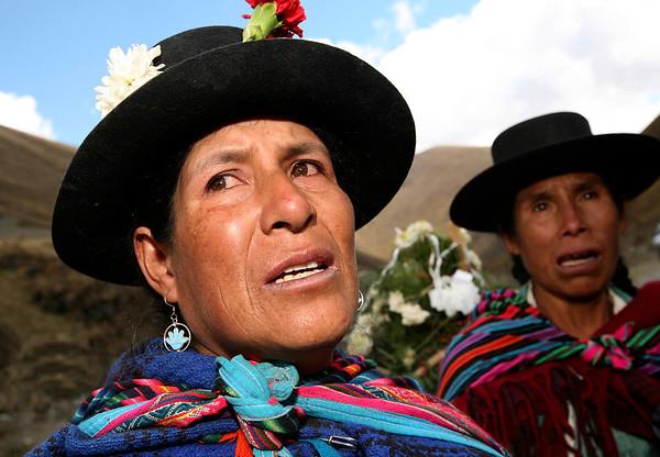 Esta es la primera vez en 25 años que muchas de estas personas regresan a Putis después de la matanza atribuida al Ejército peruano en diciembre de 1984. / This is the first time in 25 years that many of these people return to Putis after the massacre attributed to the Peruvian Army in December of 1984.  foto: Marina García Burgos