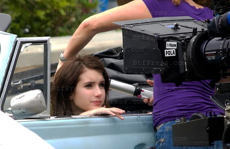 "Actress Emma Roberts during the movie set of ""Valentine's Day"" in Los Angeles,California.(Photo by Michel Boutefeu)"
