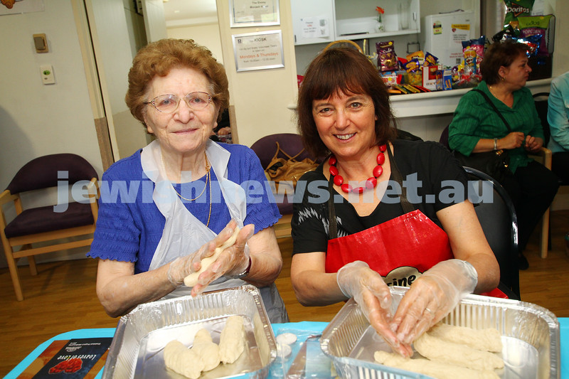 23-10-14. Shabbat Project 2014. Challah bake at Emmy Monash Aged Care. Photot: Peter Haskin