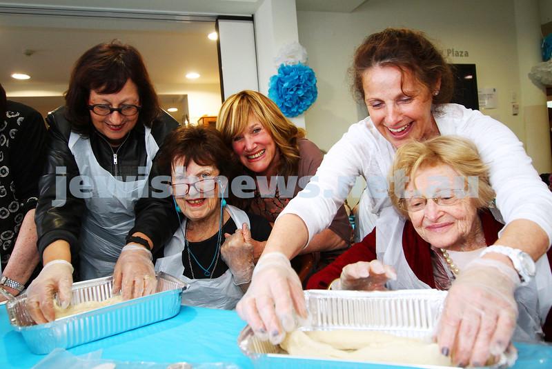 23-10-14. The Shabbat Project. Challah bake at Emmy Monash. Photo: Peter Haskin