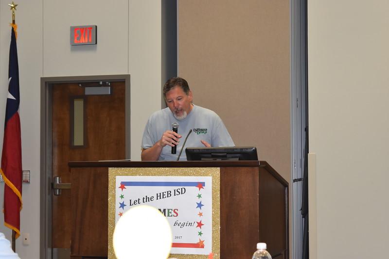 Superintendent Steve Chapman speaks to audience.