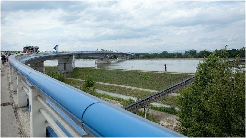 Franchissement du Rhin sur le pont Pfimlin