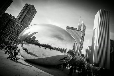 "Not an giant egg… Not a giant drop of mercury  in the middle of the city either… The ""Cloud Gate"" from Anish Kapoor in Chicago's Millenium Park. :-)"