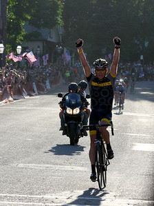 Lance Armstrong win the 2009 Nevada City Classic.  Armstrong last won the race early in his racing career.