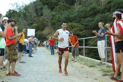 Kilian Jornet crosses No Hands Bridge with just four miles to go