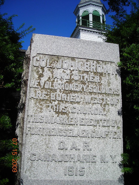 The DAR monument has apparently been moved since I saw it in 2004. Then it was located quite close to the side of the church building, but in this 2009 view, it looks to be at the roadside.