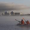 Señalamos con una flecha acuática gigante de 500 m2 a la central nuclear de Almaraz