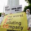 Activistas de Greenpeace protestan contra TEPCO, dueña de la central de Fukushima
