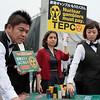 Protesta durante la junta anual de TEPCO en Tokio