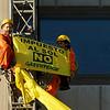Acción: Greenpeace protesta contra el impuesto al Sol en el ministerio de Industria