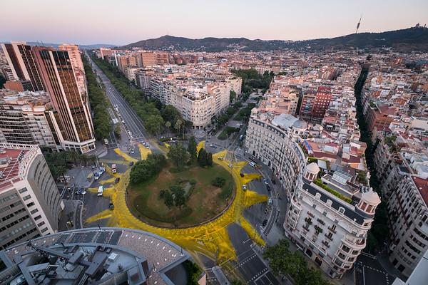 ¡ACCIÓN! Pintamos un Sol gigante en la Plaza Francesc Macià en el día con más horas de luz del año
