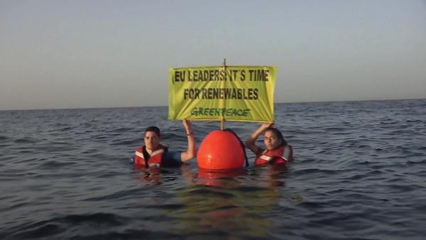 Activistas en las costas españolas piden renovables a los líderes europeos