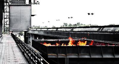 Kokerei Prosper in Bottrop, schwarze Seite: frisch gebackener Koks auf dem Weg zum Löschturm - Bottrop 2011 Betriebstart 1928 - Koksproduktion ca. 5.500 Tonnen/Tag