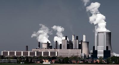 Braunkohlekraftwerk Niederaußem  3.600 MW - spezifischer CO2-Austoß: ca. 1.200 g/kWh Block K hat den höchsten Kühlturm der Welt (200m)   2010