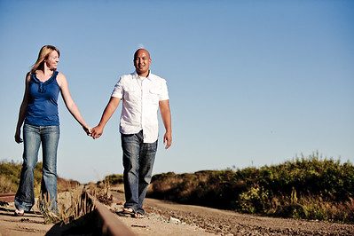5657-d3_Alison_and_Ramir_Santa_Cruz_Engagement_Photography_3-Mile_Beach