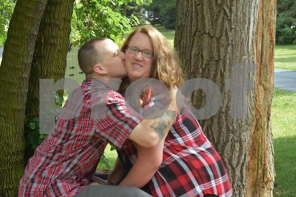 Jennifer & Justin's Engagement Pics.