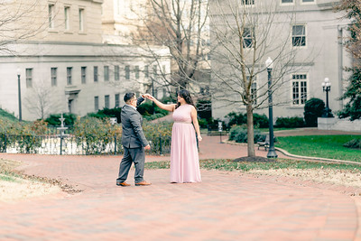 Richmond Virginia Engagement Session at The Virginia State Capital| © Sarah Duke Photography
