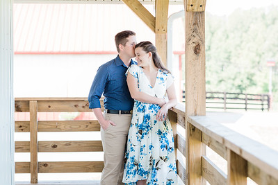©2020 Sarah Duke Photography | Virginia Wedding Photographer | Bandits Ridge Engagement Session in Virginia by Sarah Duke Photography