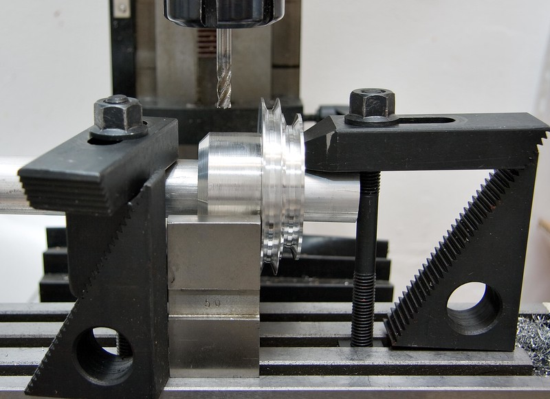 Setup for milling the spindle-locking slot