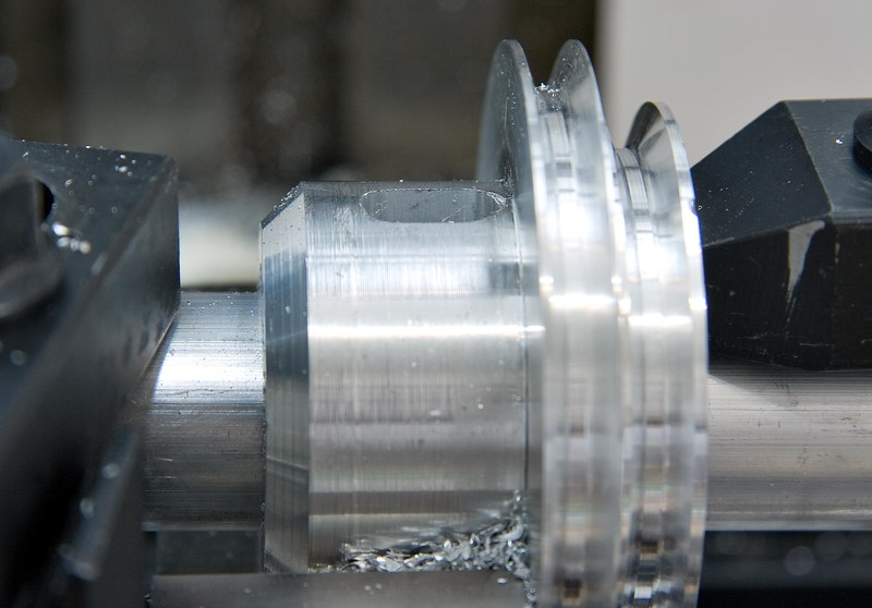 The spindle-locking slot milled