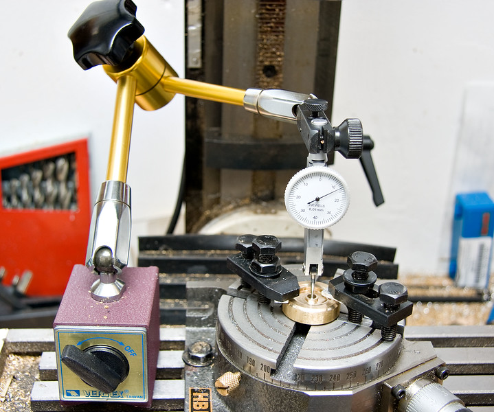 Centering the flywheel on the rotary table
