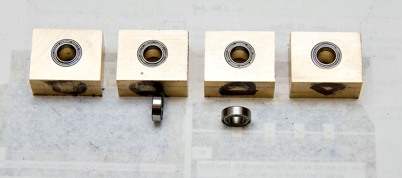 Bearing blocks with ballraces loosely fitted