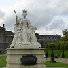 Queen Victoria statue in front of Kensington Palace