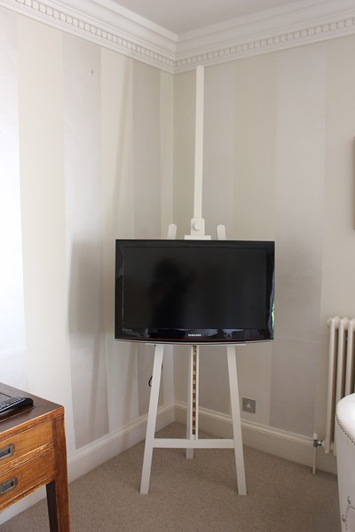 easel for flat screen tv
