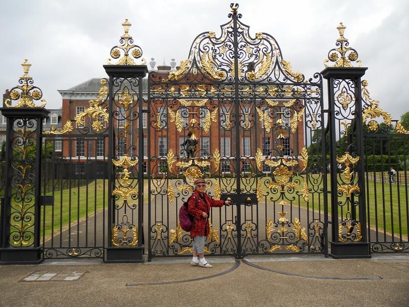 Kitty in fronton the Kensington Palace.