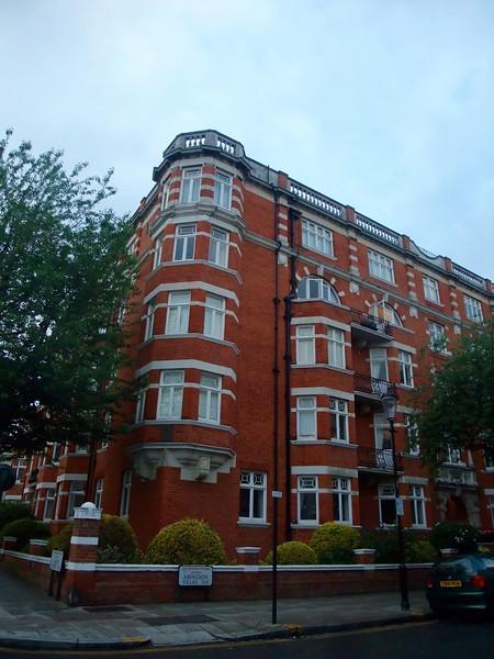 Surrounding neighborhood buildings near our hotel in Kensington area.  Very nice Apartment Building!